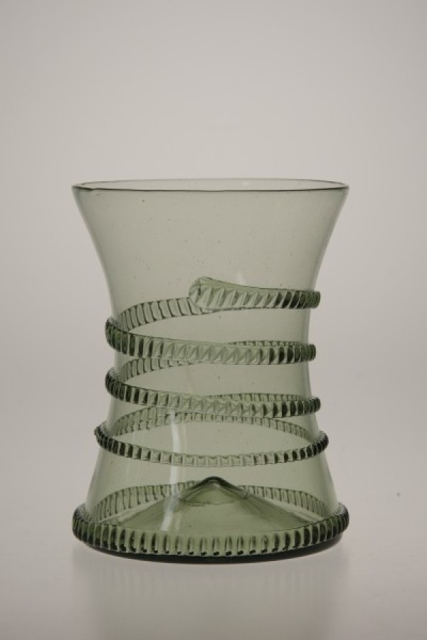 Renaissance cup with spinning - 30 - historical glass