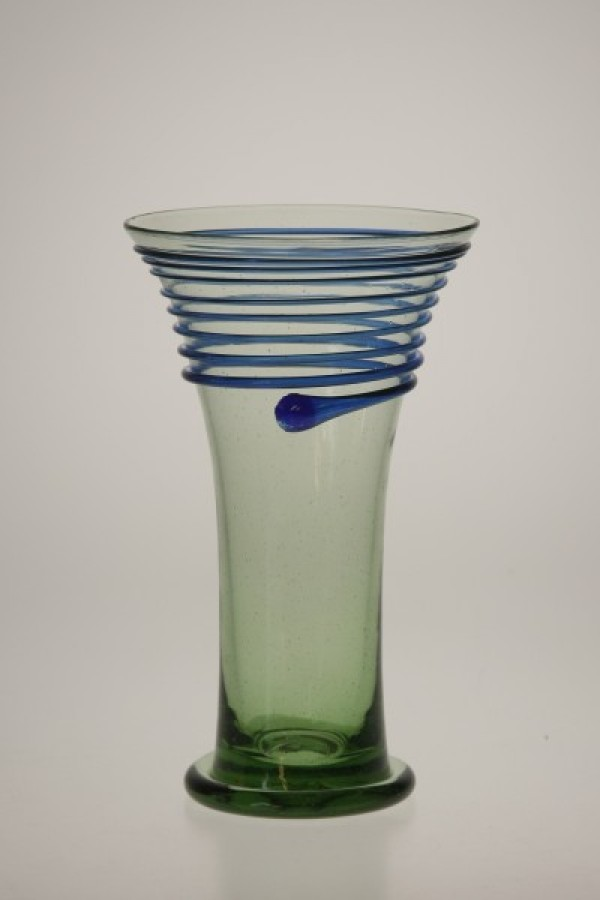 Goblet with blue thread - 59 - historical glass