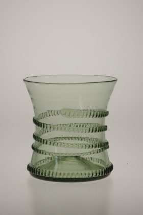 Renaissance cup with spinning small - 27 - historical glass