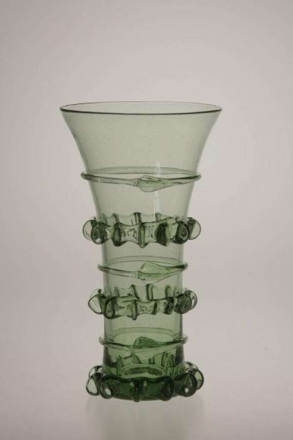 Gothic goblet with chipped thread - 61 - historical glass