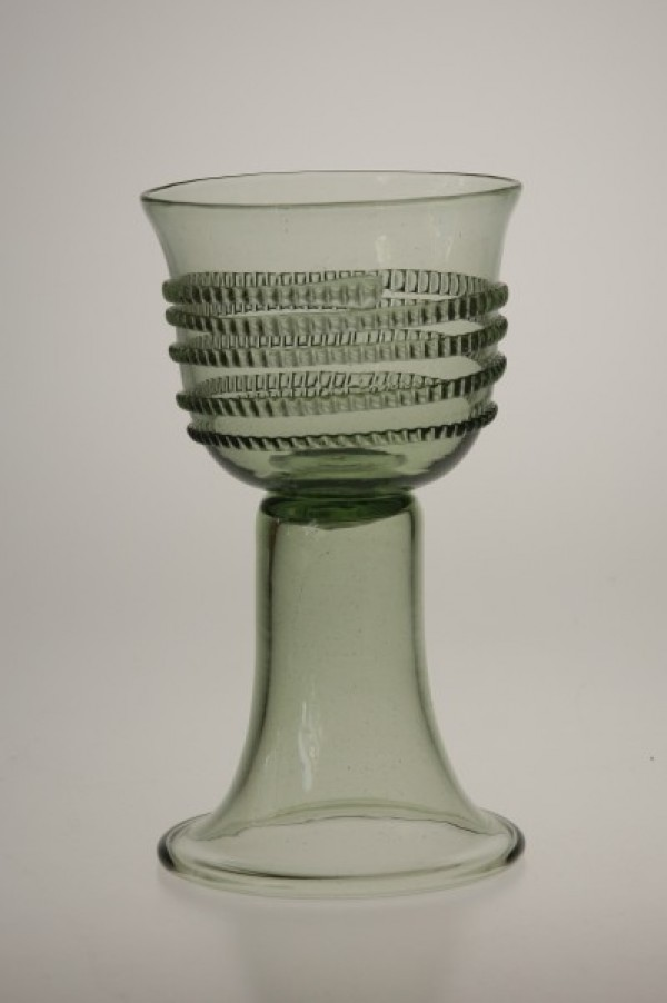 Goblet with radial spin - 63 - historical glass
