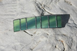 hair clip green - historical glass
