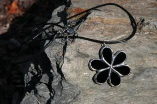 jewel flower black - historical glass