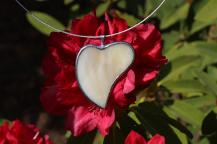 jewel heart beige - historical glass