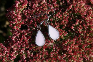 earrings drops pink - historical glass
