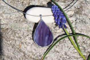 jewel a drop of violet - historical glass