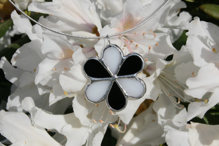 jewel flower white and black - historical glass