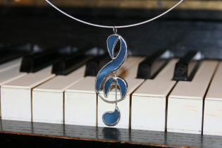 treble clef - historical glass