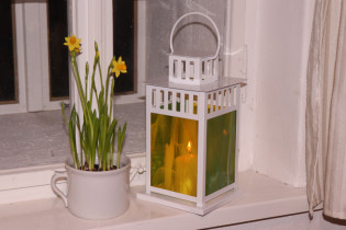 lantern yellow-green - historical glass